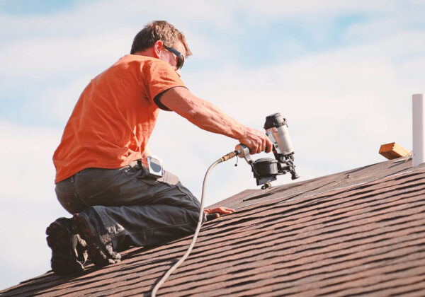 What is the difference between residential and commercial roofing?